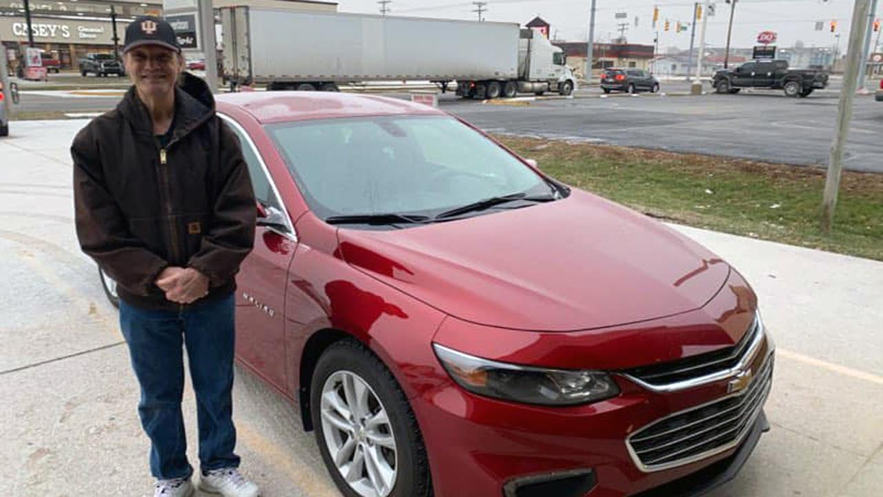 Community surprises devoted pizza deliveryman 'Mr. Smiles' with new car